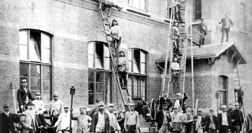 Helmstraot HBS, oefening vaan de brandweer in 1903