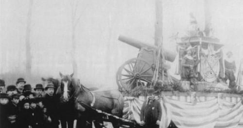 Momuskanon op wagel 1891